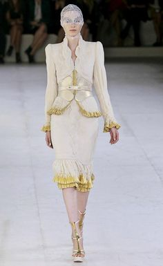 Alexander McQueen spring/summer 2012 collection - Elegant, almost fussy skirt suit, love the cincher<3
