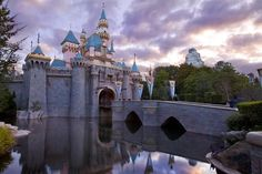 Guide to visiting Disneyland in January - what to expect, typical weather, what to pack, what to wear, crowds, costs
