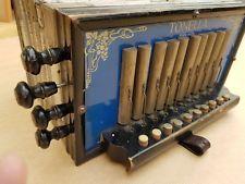 Rare old German antique working sqeezebox accordeon TEN BUTTON TONELLA SAXONY Knife Block, Musical Instruments, Wine Rack, German, Boxes, Play, Button, Antiques, Vintage