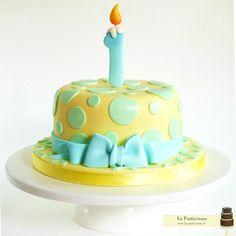 Torta con candelina per il primo compleanno