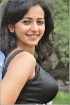 awesome Rakul Preet Singh Hot Saree Photoshoot