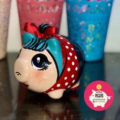 ALCANCÍAS PERSONALIZADAS 🐽 SÚPER MAN 🦸🏻♂️ • PIGGYS 🐽 ⭐️Alcancías Personalizadas, 100% pintadas a Mano 🎨 ✍🏻 ⭐️Decoraciones en cerámica… Personalized Piggy Bank, Pots And Pans Sets, Flying Pig, Free Sewing, Lol, Crafty, Knitting, Piggy Banks, Instagram