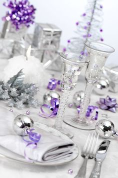 Purple and Silver Table setting... Classy if it's around Xmas or new years