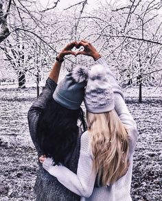 Ideas photography winter friends bff for 2019 Photos Bff, Best Friend Photos, Bff Pics, Friend Pics, Fashion Photography Poses, Winter Photography, Photography Ideas, Photography Couples, Birthday Photography