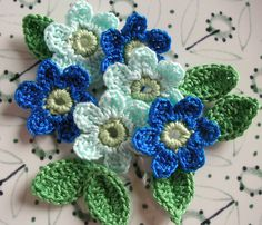 6 Crochet Flowers + 6 leaves Handmade Crochet Appliques, Crochet Flowers in Aqua and Blue Navy, light green center and 6 leaves -set of 12 di IaiaHobbyCrochet su Etsy