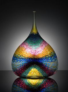 Kentucky Museum of Art and Craft.Stephen Rolfe Powell American Glass Artist This an awesome vase Art Of Glass, Blown Glass Art, Stained Glass Art, Glass Vase, Mosaic Art, Mosaic Glass, Dale Chihuly, Antique Glass, Glass Ornaments