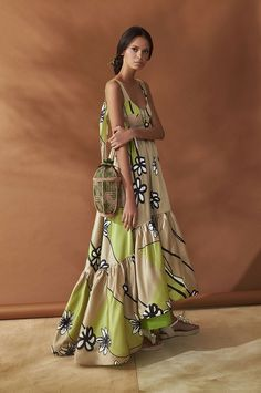 glamorous maxi dress with a slight high low hem that looks like a train and moves when you walk! Floral Print Maxi Dress, Boho Dress, Types Of Fashion Styles, Dress Brands, African Fashion, Boho Chic, Boho Style, Boho Fashion, Trends