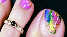 pretty toes.......love this!! I wish I could find someone to do this.........