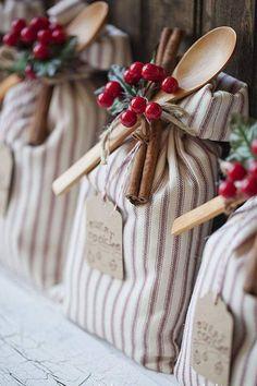 Christmas Decorations Diy Crafts, Diy Christmas Gifts, Simple Christmas, Holiday Gifts, Felt Christmas, Wrapping Ideas, Gift Wrapping, Navidad Diy, Inexpensive Gift