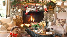 Un décor chaleureux pour des fêtes tout simplement magiques  |  Photo: Yves Lefebvre  #deco #noel #foyer #lumiere #salon #sejour