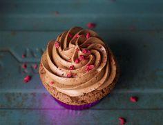 Chokolade cupcakes med kaffefrosting - cutecarbs.com