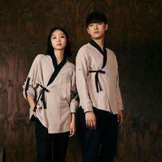KOREAN HANBOK Korean Traditional, Traditional Outfits, Top Mode, Culture Clothing, Korean Hanbok, Vogue Korea, Hanfu, Restaurant Design, Modern Fashion