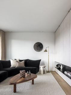 Residence SVP by Ville Design Eclectic Living Room, Living Spaces, Living Rooms, Living Room Inspiration, Interior Design Inspiration, Casual Family Rooms, Lounge Areas, Texture, Soft Furnishings