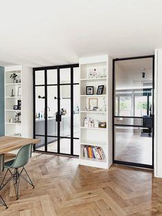 Minimalist House Design, Minimalist Interior, Flur Design, Black Interior Design, Deco Design, Home And Deco, Home Office Design, Home Decor Kitchen, Furniture Design