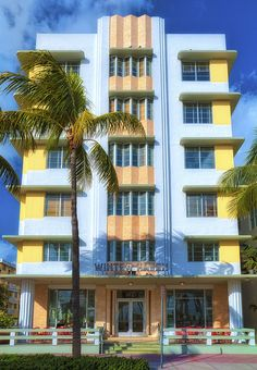 Miami - I must see the Art Deco buildings South Beach Florida, South Beach Hotels, Florida Beaches, Miami Beach, Miami Architecture, Amazing Architecture, Architecture Design, Miami Art Deco, Art Nouveau
