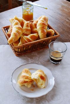 Domácí croissanty Low Carb Desserts, Low Carb Recipes, Cooking Recipes, Healthy Recipes, Low Carb Lunch, Low Carb Breakfast, Low Carb Brasil, Czech Recipes, Bread And Pastries