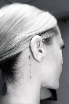 42 Meaningful Unalome Tattoo Designs and Symbols So, tattoo lovers! What are you waiting for? Get inspired by the above meaningful Unalome tattoo designs and symbols and let the artwork dazzle your Mini Tattoos, Dot Tattoos, Trendy Tattoos, Body Art Tattoos, Small Tattoos, Ribbon Tattoos, Face Tattoos, Tattoo Cou, Tattoo Hals