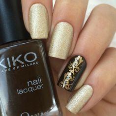 gold nail design elegantes!
