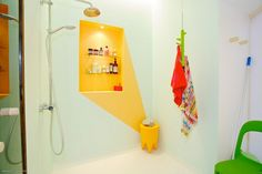 More of this #sunshine #yellow , this time in the #bath #sunny #interiors #showerdesign #color #ascents
