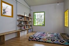 Previous pinner posted: A mattress on the floor is one of my favorite ways to sleep.  So grounding.  The Nest by a21studio.