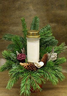 Christmas Centerpieces, Diy Christmas Ornaments, Christmas Decorations, Grave Flowers, Diy Flowers, Grave Decorations, Sympathy Flowers, Ikebana, Funeral