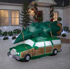 For those who love to quote, watch, and LOL over National Lampoon's 'Christmas Vacation' movie, this inflatable Griswold station wagon from Home Depot is a must for your holiday yard. Burlap Christmas, Diy Christmas Tree, Blue Christmas, Outdoor Christmas, Christmas Holidays, Christmas Wreaths, Christmas Decorations, Christmas Ornaments, Christmas Ideas