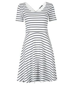 Gina Tricot offers online fashion for women of all ages, with new arrivals of dresses and tunics every day. Putting Outfits Together, Stylist Pick, Love Fashion, Womens Fashion, Stitch Fix Stylist, Gina Tricot, Fashion Online, Stylists, Short Sleeve Dresses