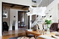 Simple but chic apartment decorated in natural colors