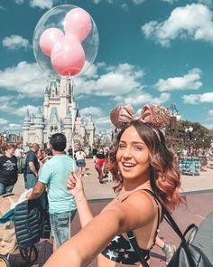 Looks like I have a giant arm KKKKK Last of today 💖 - - Parece que eu tenho um braço gigante KKKKK Última de hoje 💖 Looks like I have a giant arm KKKKK Last of today 💖 Disneyland Paris, Disneyland Photos, Disneyland Outfit Summer, Disneyland Outfits, Disney World Vacation, Disney Vacations, Disney Trips, Cute Disney Pictures, Disney World Pictures