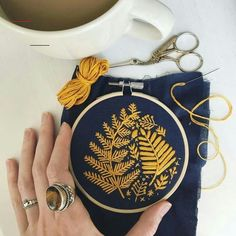 Bumble Bee Embroidery // DIY Denim Embroidery // Embroidered Jeans, Camille VidalBumble Bee Embroidery // DIY Denim Embroidery // Embroidered Jeans, Camille Vidal Bee embroidered bumble camille denim a question of the moment: Bordados Embroidery Hoop Nursery, Embroidery Monogram, Embroidery Hoop Art, Hand Embroidery Designs, Embroidery Stitches, Embroidery Patterns, Embroidery Fabric, Eyebrow Embroidery, Embroidery Tattoo