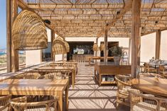 Hotel Architecture, Architecture Design, Hotel Grecia, Beach Restaurant Design, Patio Seating, Ceiling Design, Decoration, Santorini, Outdoor Decor