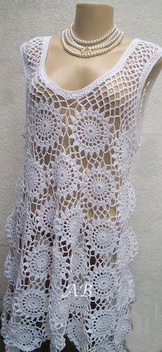 Peça confeccionada em linha de algodão, TAMANHO G. Veste do nº44 ao 48. *** Encomendas, o tempo para produção é de 25 dias. Crochet Bolero, Crochet Diy, Crochet Shawls And Wraps, Crochet Shirt, Crochet Woman, Crochet Cardigan, Irish Crochet, Knit Dress, Crochet Bikini