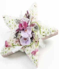 5 Point Star Sympathy Design using an OASIS® FOAMFRAMES® 5 Point Star Floral Shape