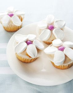 Leuke #traktatie gevonden op @Flaironline: bloemenmuffins! #muffins #marshmellows #smarties