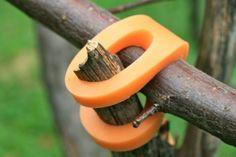 Пластиковые коннекторы от Christina Kazakia. Построить тайное убежище или шалаш помогут вот такие коннекторы.