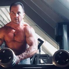 Unser Training wird Ihnen helfen, den Stoffwechsel und die Kraft zu erhöhen, außerdem verringert es das Verletzungsrisiko, da Sie einen geeigneten Körper haben, der Ihnen hilft, stärker zu werden. Austin Fitness bietet Ihnen den besten Muscle Building Training Plan für den Körperaufbau. Training Plan, Trainer, Build Muscle, Fitness, Gym, How To Plan, Metabolism, Gain Muscle, Excercise