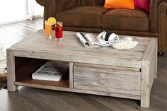 Luxusný konferenčný stolík zo série Montreal. Masívny stolík so zásuvkou.