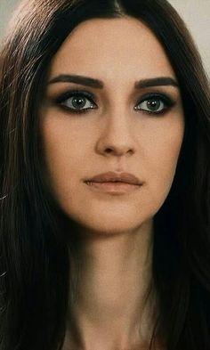Makeup Pictorial, Turkish Beauty, Cute Girl Photo, Fashion Beauty, Womens Fashion, Turkish Actors, Girl Photos, Actors & Actresses, Cute Girls