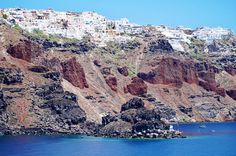 Perched on volcanic cliffs: Santorini island  http://ift.tt/1mRHTcf  #santorini  #santorinivillas #santoriniheritage #greece #travel