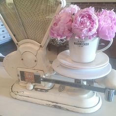 . Watch Gilmore Girls, Vintage Scales, Shabby Chic Stil, Weight Scale, Oldies But Goodies, Apartment Design, Coastal Decor, Farm House, Weights