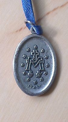 RELIGIOUS-MARY-MEDAL-SILVER-COLOURED-MEDAL-ON-BLUE-RIBBON-ITALY-ON-REVERSE