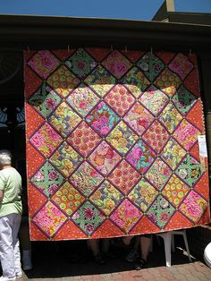 Kaffe Fassett quilt at the Sisters Outdoor Show! This quilt would be great with my collection of fruits and vegetables!!