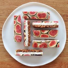 raw fig bars- these look soo yummy Raw Desserts, Healthy Desserts, Raw Food Recipes, Dessert Recipes, Cooking Recipes, Cheese Recipes, Vanilla Desserts, Cake Recipes, Healthy Food