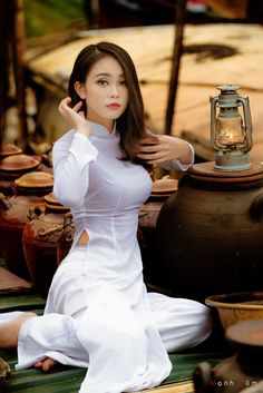 Beauty - is a combination of physical attractiveness, personality, culture, and intelligence that. Vietnamese Traditional Dress, Vietnamese Dress, Traditional Dresses, Vietnam Girl, Ao Dai Vietnam, Beautiful Asian Women, Beautiful Ladies, Sexy Asian Girls, Sensual