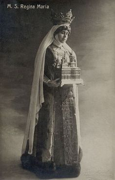 Marie of Romania, posing in the iconography of a Christian saint