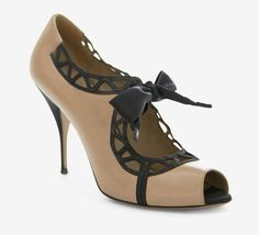 Adorable!   Valentino Tan And Black Peeptoe