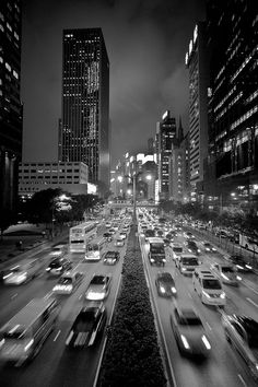 Powerful Street and City Scenes in Black and White