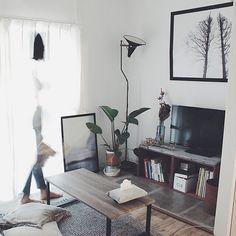 「26m2。理想の土地で楽しむセルフリノベーション。塩系1Kルーム」 by MmeetsNさん   RoomClip mag   暮らしとインテリアのwebマガジン Desk, Furniture, Home Decor, Desktop, Decoration Home, Room Decor, Table Desk, Home Furnishings, Office Desk