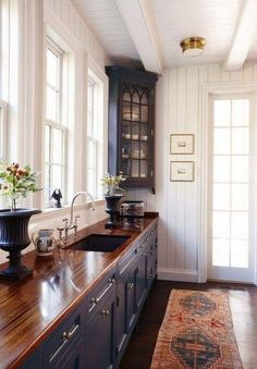 Kitchen Decor 19 Inspiring Lisa Dawson Kitchen With Its Unique Ethnic Style That Can Inspire You Kitchen Redo, New Kitchen, Kitchen Ideas, Awesome Kitchen, Country Kitchen Cabinets, Colonial Kitchen, Kitchen Walls, Kitchen Layout, Kitchen Storage