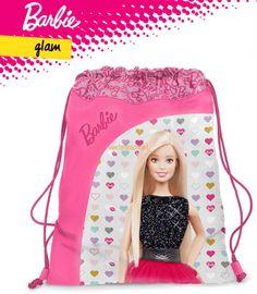 Comoda e pratica questa Sacca Portascarpe Barbie Glam By Gut Distribution, realizzata in tessuto PVC waterproof, doppio cordino per una facile chiusura a strozzo.  Disegno in gomma fusa effetto cangiante.  Variante unica come da foto  Dimensioni:36x 25 cm